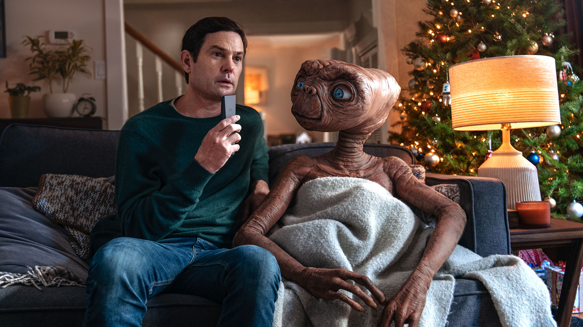 A Touching ET Christmas Commercial Reunites Two Old Friends