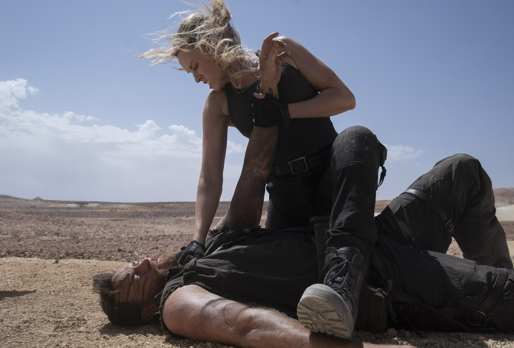 """(L-r) JOSH LAWSON as Kano and JESSICA MCNAMEE as Sonya Blade in New Line Cinema's action adventure """"Mortal Kombat,"""" a Warner Bros. Pictures release."""